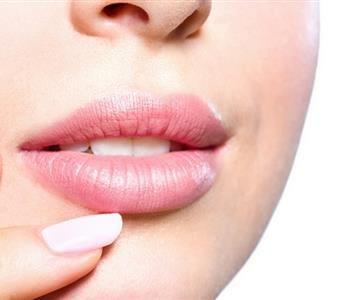 4 وصفات طبيعية وغير مكلفة لتوريد الشفايف Facial Aesthetics Lips Surgery