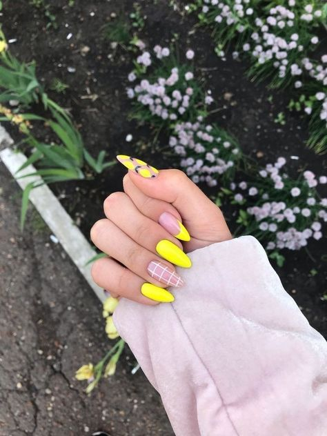127 awesome acrylic coffin nails designs in summer page 11 Remove Acrylic Nails, Almond Acrylic Nails, Best Acrylic Nails, Summer Acrylic Nails, Pastel Nails, Yellow Nails, Summer Nails, Nail Pink, Pink Yellow