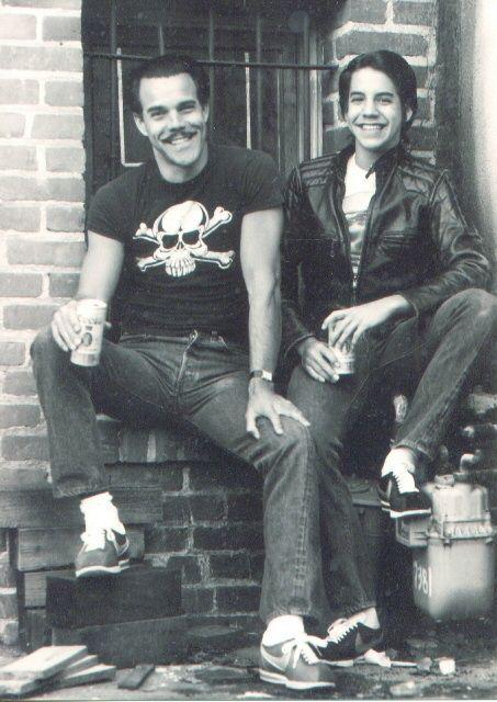 El actor Blackie Dammett (John Michael Kiedis) junto a su hijo mayor, Anthony Kiedis (Red Hot Chili Peppers).