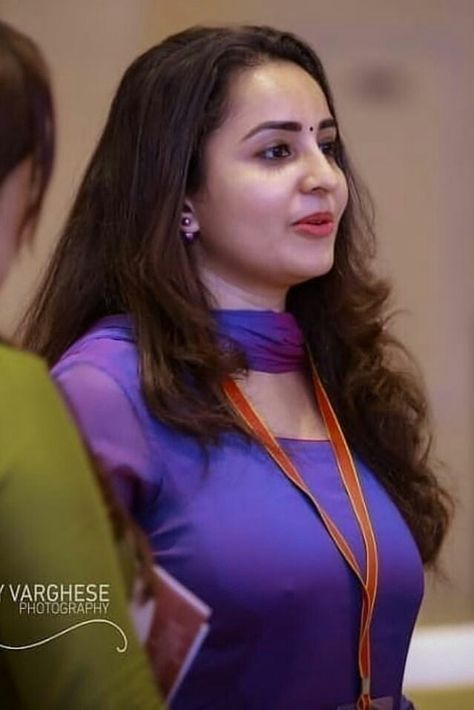 100+ South Indian HOT Actress HD Photos Free Download | Filmsbit