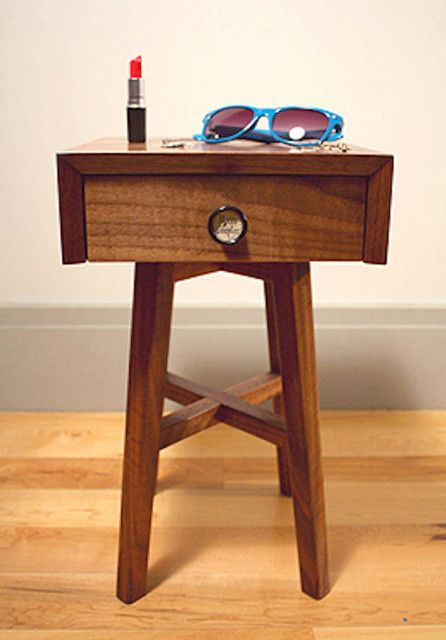 Extra Smalle Sidetable.Extra Small Bedside Table Can Be Used For Small Things
