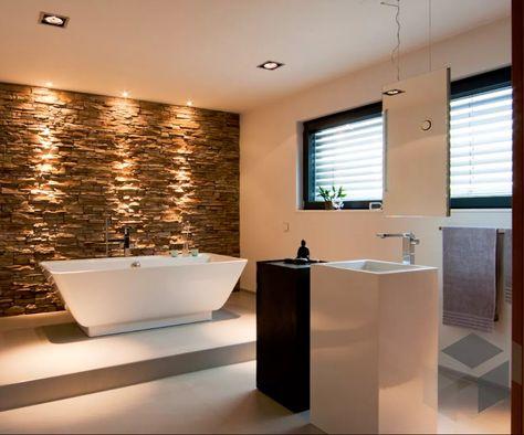 Modern Trifft Rustikal Mit Der Natursteinwand Aus Dem Badezimmer