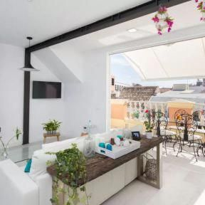 Pisos De Vacaciones Malaga Pisos Con Terraza Malaga Pisos Airbnb Malaga Fabuloso Atico De Vacaciones Estilo No Spanish Style Decor Home Decor Porch And Terrace