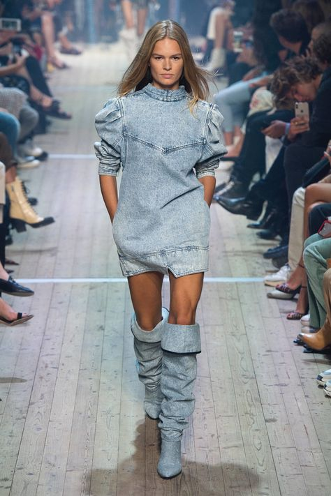 Isabel Marant Spring 2019 Ready-to-Wear Fashion Show Collection: See the complete Isabel Marant Spring 2019 Ready-to-Wear collection. Look 2