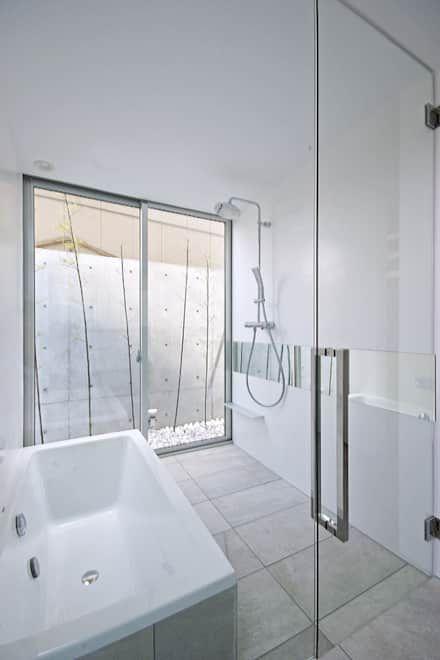 浴室 バスルーム トイレ のデザインアイデア インスピレーション 写真 Homify 家 バスルームのレイアウト 浴室 インテリア