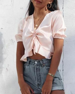0446bc8bb7140 Top 35 Crop Top StreetStyle Looks You Must Copy - Stylish Bunny