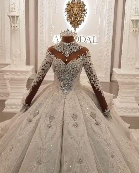 Brautkleider luxus mit Ärmel online für Sie bei babyonlinedress.de. Das Hochzeitskleid ist aus Satin und mit A Linie SIlhouette. Kristal betont luxus des Kleides. Lange Schleppe macht es sehr luxus. Rücken des Hochzeitskleides wird Hollow. Wenn Sie es tragen, dann werden Sie ein Stern sein.