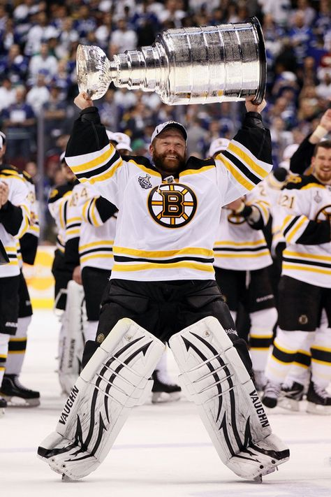 Boston #Bruins goalie Tim Thomas was able to grow his beard to the very last day of the Stanley Cup playoffs.