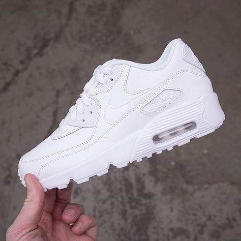 Påfyllt med storlekar på vita Nike Air Max 90 i strolekarna 35,5 ...