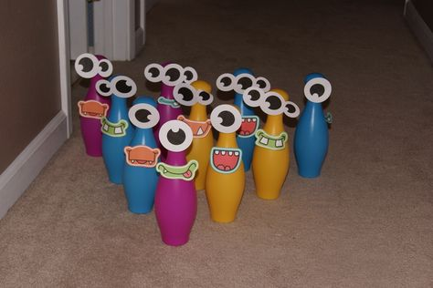 Marshmallow pops at a Monster Party #monsterparty #marshmallow
