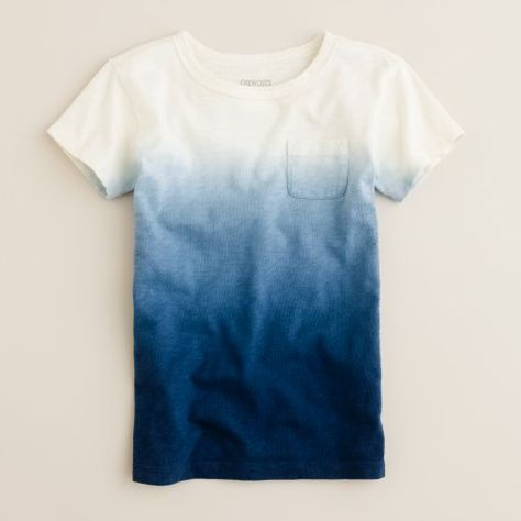 diy dip dyed t-shirt.to me I think it would be better if it was long sleeve and its so durable