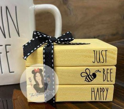 Wood Block Crafts, Wooden Crafts, Scrap Wood Projects, Dyi, Old Book Crafts, Wooden Books, Bee Crafts, Dollar Tree Crafts, Bee Happy
