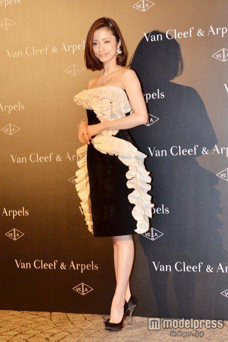画像3/19) 上戸彩、胸元セクシードレスで登場 総額1億円超