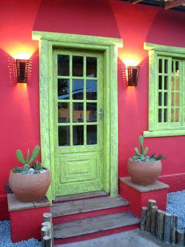 24 Fachada De Casa De Pueblo Colorida En Buzios Brasil Fachada De Casas Mexicanas Fachada De Casa Pinturas De Casas