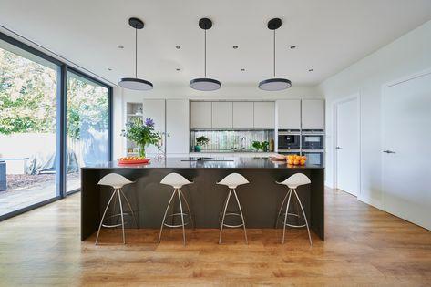 #Contemporary #ContrastingKitchen #FramedWindow #GreyKitchen #HandlelessKitchen #HighCeilings #IndoorOutdoorLiving #InductionCooktop #IslandSeating #Kitchen&Dining #KitchenIslands #KitchenShelving #ModernKitchen #QuookerTap #SieMatic #Siemens #Silestone #WoodenFloor