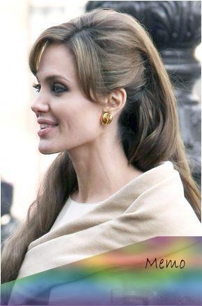 Apr 15 2019 Todo El Mundo Estã Pendiente De Lo Que Ocurre En El Set De The Tourist El Film P Angelina Jolie Hair The Tourist Angelina Jolie Angelina Jolie