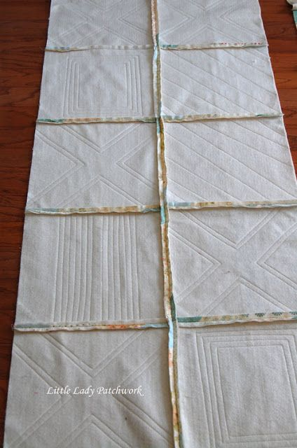 QAYG 2 layers quilted, backing is SITD : Good free motion examples! WHEN I made my Blueberry Crumb Quilt, I decided to try the Quilt As You Go (QAYG) method at the last minute. Quilting For Beginners, Quilting Tutorials, Quilting Projects, Sewing Projects, Quilting Ideas, Hand Quilting Designs, Beginner Quilting, Beginner Quilt Patterns, Quilt Block Patterns
