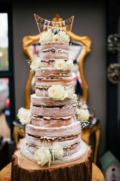 Four tier naked Victoria sponge cake decorated with fresh flowers    Photography by http://www.joannanicolephotography.com/