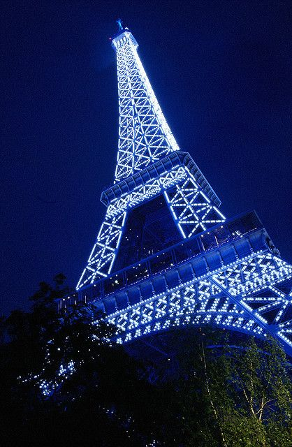 My perfect summer would be flying off to Paris, France and seeing the gorgeous Eiffel Tower! Tour Eiffel, Paris Eiffel Tower, Photo Wall Collage, Picture Wall, Aesthetic Backgrounds, Aesthetic Wallpapers, Sainte Chapelle Paris, Photo Bleu, Blue Neon Lights