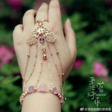 Beautiful Jewelry The Beast . Beautiful Jewelry The Beast Hand Jewelry, Cute Jewelry, Body Jewelry, Jewelry Accessories, Fashion Accessories, Jewelry Design, Fashion Jewelry, Wedding Accessories, Pinterest Jewelry