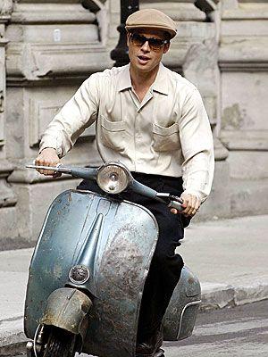 Brad Pitt on a Vespa in Benjamin Button Piaggio Vespa, Moto Vespa, Vespa 150, Lambretta Scooter, Vespa Scooters, Vintage Vespa, Vintage Italy, Vespa Girl, Scooter Girl