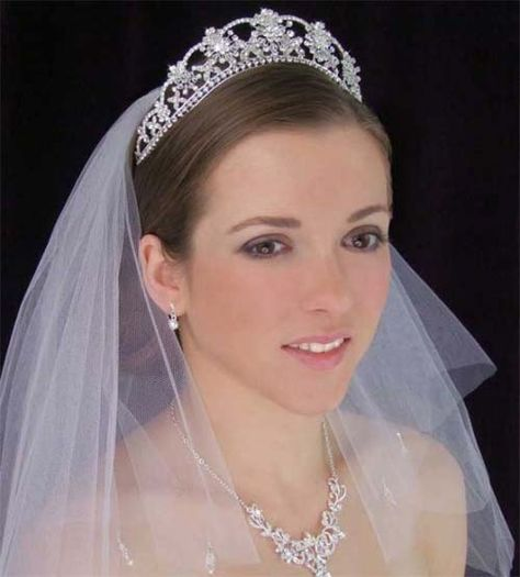 Bridal Gown Preservation: Beautiful Wedding Tiaras With Veils