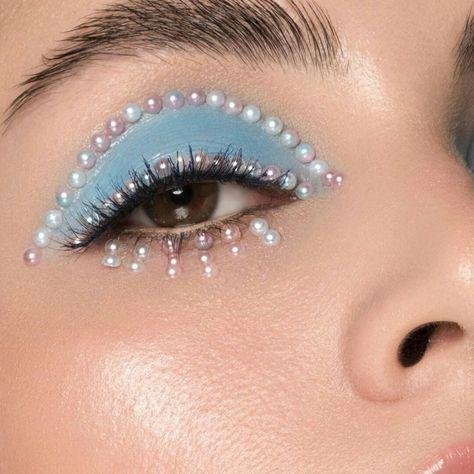 Edgy Makeup, Makeup Eye Looks, Eye Makeup Art, Blue Makeup, Pretty Makeup, Makeup Inspo, Makeup Inspiration, Beauty Makeup, Jewel Makeup