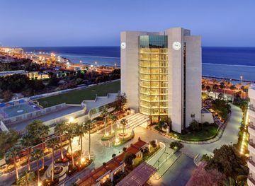 حجز في فندق شيراتون جدة شمال الكورنيش ص ب 14315 الشاطئ جد ة المملكة العربية السعودية توفر فندق شيراتون جدة الفريدة والتي تق Hotel Luxury Hotel Outdoor Pool