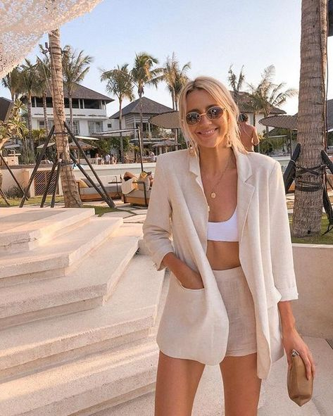 Chic neutral summer outfit