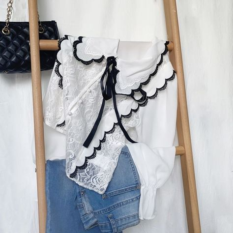 SHEIN Contrast Binding Knot Front Lace Blouse