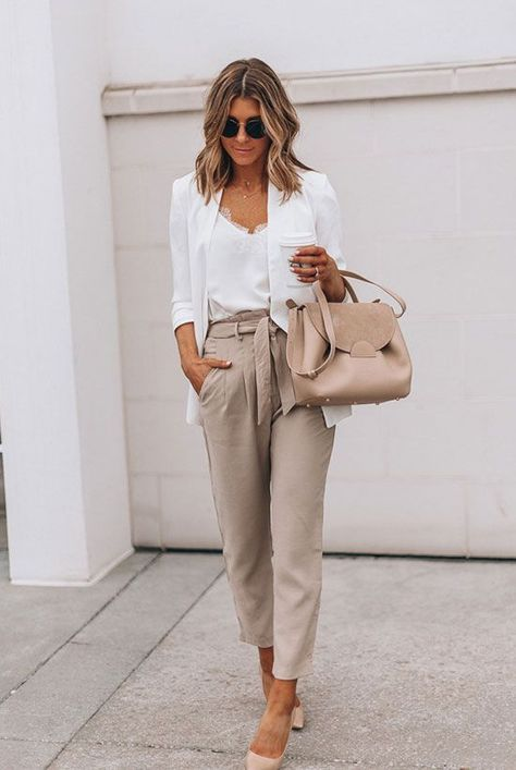 Wearing all beige is really trend this season. That's why I want to show you some beige outfit ideas, so you can get inspired from them. Beige Outfit, Neutral Outfit, White Heels Outfit, Casual Heels Outfit, White Blazer Outfits, White Blazer Women, White Blazers, Heels Outfits, Office Outfits Women