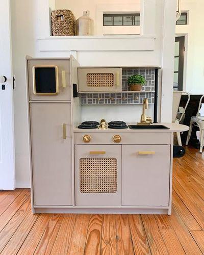 Uptown White Play Kitchen In 2020 Play Kitchen Contemporary Kitchen Kidcraft Kitchen