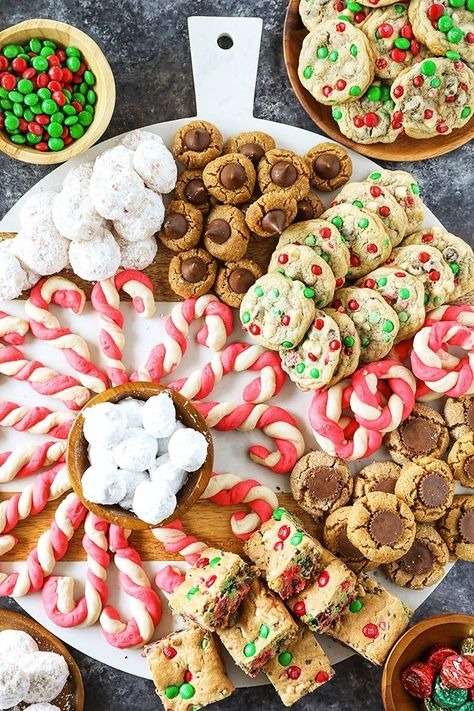 Best Christmas Cookie Recipes - Liza Loya - Best Christmas Cookie Recipes Best Christmas Cookie Recipes - These recipes are my most popular Christmas cookies and perfect for gift giving or making holiday memories with your family. Christmas Snacks, Christmas Mood, Christmas Cooking, Noel Christmas, Christmas Goodies, Christmas Candy, Family Christmas, Christmas Bedroom, Country Christmas
