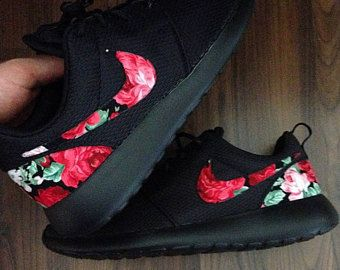 oración bronce frágil  Black Nike Roshe with Red Pink Floral Print | Zapatillas nike mujer negras,  Zapatos nike rojos, Zapatos nike mujer