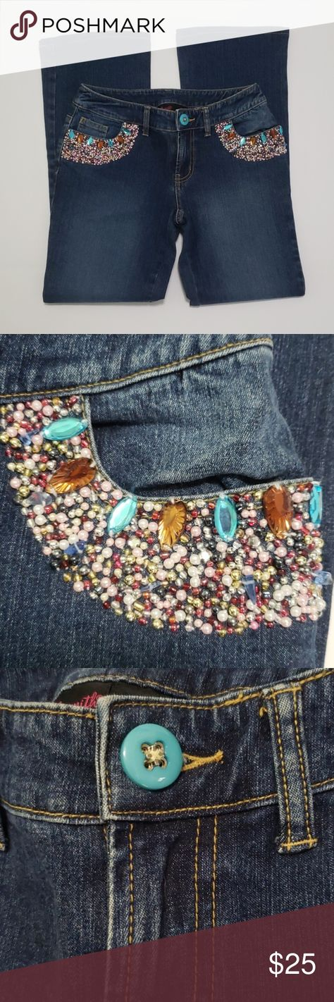 《Willi Smith》Flare Leg Jeans Sz 4 Bedazzled Pocket Flare leg bootcut jeans. Medium wash. Bedazzled, beaded and rhinestone front pockets. Super cute! Bead work is all intact. Great condition.   Size 4  If you would like measurements let me know, I will get them to you right away!  Garment is stored in a pet free and smoke free environment. Willi Smith Jeans Flare & Wide Leg