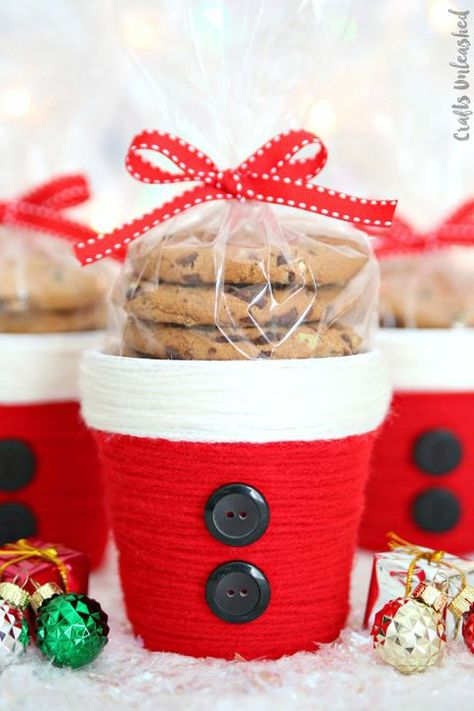 Treat your friends to homemade Christmas gifts this year. These adorable DIY containers can be filled with your favorite holiday treats!  #christmas #holiday #ideas #inspiration #gift #design #diy