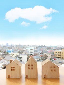 積木の家と街並みと青空 縦 背景 写真 家 積み木