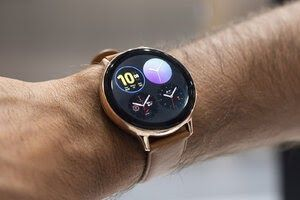 A Very Weird Issue Is Affecting Many Galaxy Watch Active 2 Smartwatches And Samsung Was Quick Enough To Patch It Samsung Watches Smart Watch Smartwatch Women
