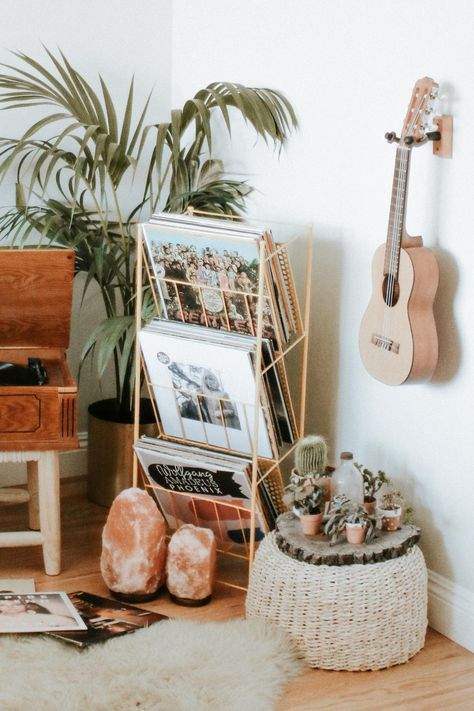 21 Cute Dorm Rooms We're Obsessing Over - Enterson Room Ideas Bedroom, Diy Bedroom Decor, Cozy Bedroom, Bedroom Inspo, Diy Room Ideas, Bedroom Ideas For Small Rooms, 70s Bedroom, Music Bedroom, Hippy Bedroom