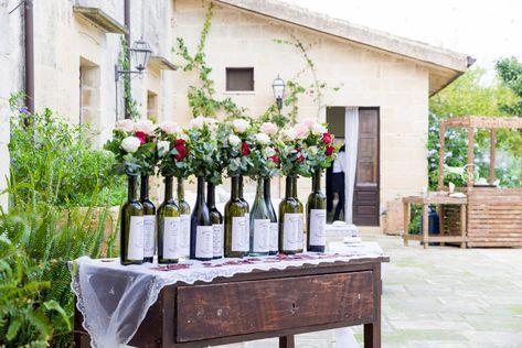 Fiori Bianchi Vino.Tableau Mariage Con Eucalipto Rose Rosse Rose Rosa E Fiori