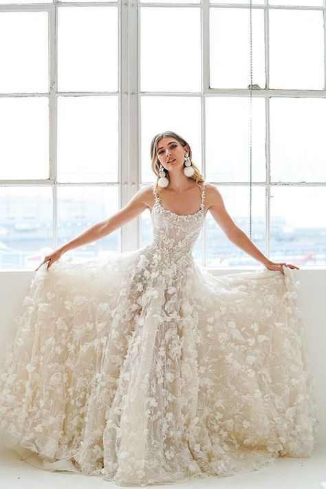 Wonderful Perfect Wedding Dress For The Bride Ideas. Ineffable Perfect Wedding Dress For The Bride Ideas. Best Wedding Dresses, Cheap Wedding Dress, Prom Dresses, Lace Dresses, Gown Wedding, Wedding Outfits, Flower Wedding Dresses, Backless Wedding, Scoop Wedding Dress