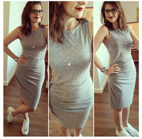 vestido cinza com tênis adidas