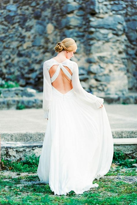 Wedding dress with gorgeous cut outs on the back | Anouschka Rokebrand Photography