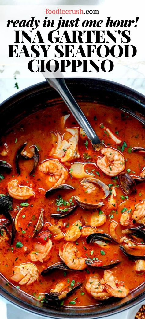 This authentic cioppino recipe from the Barefoot Contessa is loaded seafood and shellfish for a healthy dinner that's ready in just about an hour. Seafood Soup Recipes, Fish Recipes, Mussel Recipes, Easy Stew Recipes, Cioppino Recipe Easy, Seafood Cioppino, Paella, Healthy Soup, Healthy Recipes