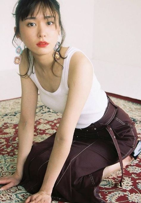 """新垣結衣fanpageさんのツイート: """"赤リップの新垣さんも良き… """""""