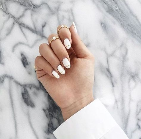Line patterns hit nails design market as hard as it did for clothing industry. Girls who have been obsessed with lines on clothing, why don't have yourself a perfect outfit clothes-nails matching?