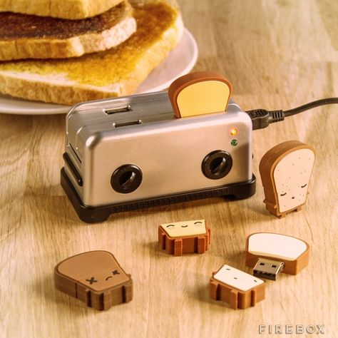 4 port USB hub that looks like a tiny little toaster. Of course, it has USB drives that look like bread. A) Adorable B) So much easier to use than trying to plug USB sticks into the stack under my desk Mini Things, Things To Buy, Objet Wtf, Cute Stationary, Accessoires Iphone, Cool Inventions, Camping Accessories, Cute Desk Accessories, Kawaii Cute