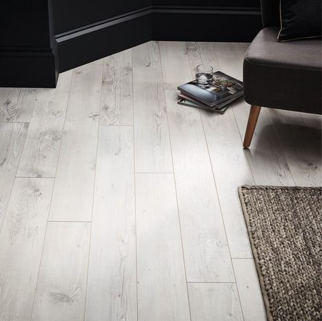 Revetement De Sol Stratifie A Clipser Ep 8 Mm Brico Depot 9 99 Laminate Flooring Goodhome Flooring