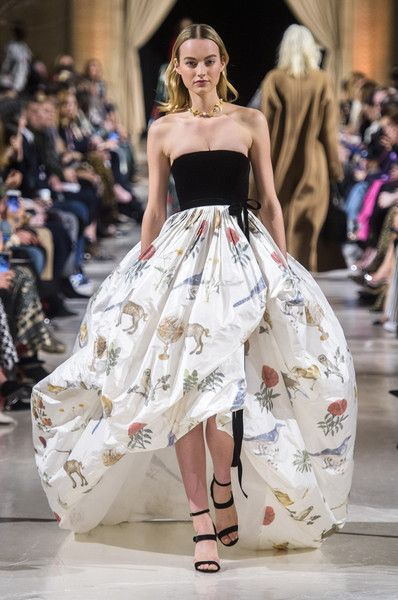 Oscar de la Renta at New York Fashion Week Fall 2018 - Every Must-See Runway Dress at New York Fashion Week for Fall 2018 - Photos