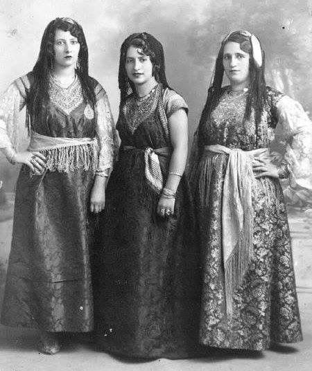 Oranaises D Antan Fin Du 19eme Siecle Jewish Women Jewish Woman Clothing Traditional Dresses
